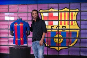 Brazilian-football-star-Ronaldinho-poses